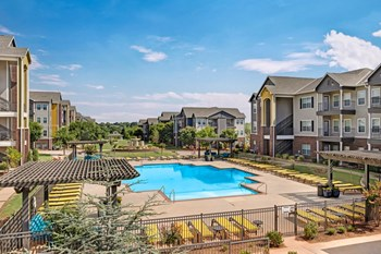 500 Central Park Dr. 1-3 Beds Apartment for Rent Photo Gallery 1