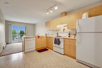 329 Highland Blvd W. 1-3 Beds Apartment for Rent Photo Gallery 1