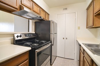 4301 Raleigh Court 1-2 Beds Apartment for Rent Photo Gallery 1