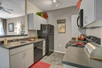 7725 W McDowell Rd Studio-2 Beds Apartment for Rent Photo Gallery 1