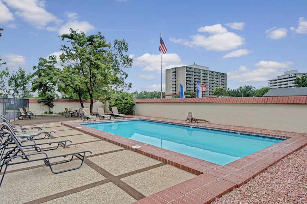 Broadmoor Park Terrace Pool Deck