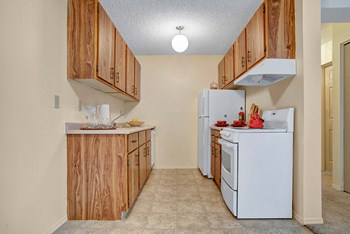 690 28Th St. West 1 Bed Apartment for Rent Photo Gallery 1