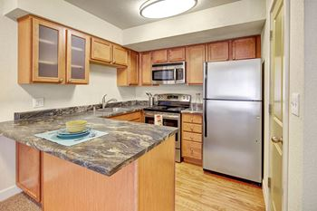 230 W 14th Ave 3 Beds Apartment for Rent Photo Gallery 1