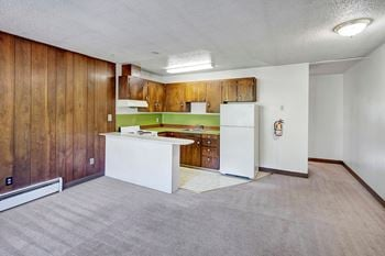 810 E 42nd Ave Studio Apartment for Rent Photo Gallery 1