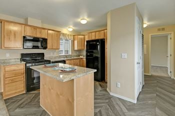 5901 E 6th Ave 3 Beds Apartment for Rent Photo Gallery 1
