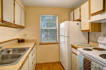 18249 73Rd Ave NE 1-2 Beds Apartment for Rent Photo Gallery 1