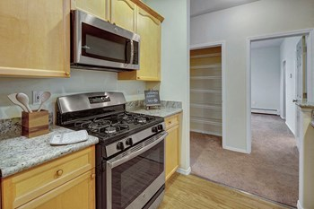 2131 E 56Th 1-2 Beds Apartment for Rent Photo Gallery 1