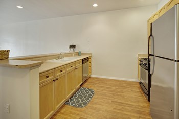 2134 E 56Th 1-2 Beds Apartment for Rent Photo Gallery 1