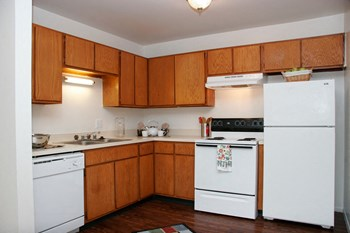2925 Tremont Street 1-2 Beds Apartment for Rent Photo Gallery 1