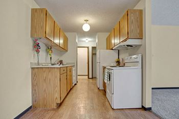 822 Kingsmere Blvd 1-2 Beds Apartment for Rent Photo Gallery 1