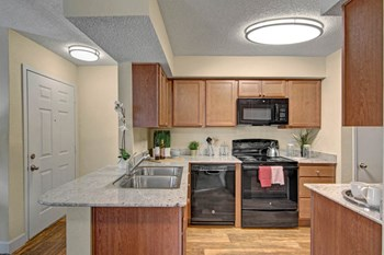 2529 West Cactus Rd. 1-3 Beds Apartment for Rent Photo Gallery 1