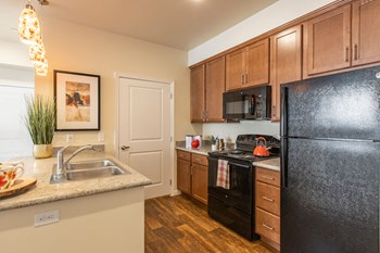 615 N. Piere St Studio-1 Bed Apartment for Rent Photo Gallery 1