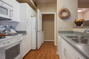 2088 E Lakeshore Dr 1-2 Beds Apartment for Rent Photo Gallery 1