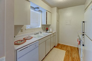 2701 Southwest Dr. 1-2 Beds Apartment for Rent Photo Gallery 1