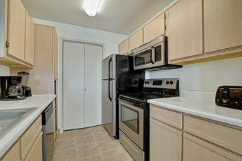 10300 W. Fountain Ave. 1-2 Beds Apartment for Rent Photo Gallery 1