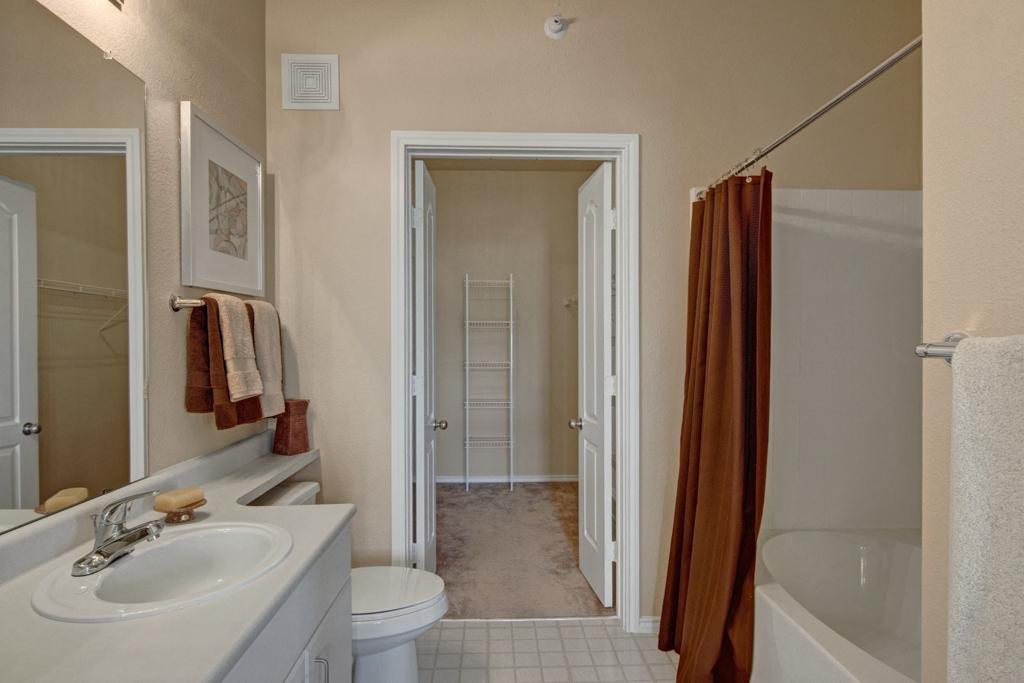 Stoneleigh Bathroom with Closet