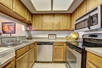 2220 East 52Nd Street 1 Bed Apartment for Rent Photo Gallery 1