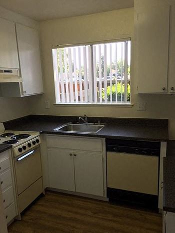 2265 S. Bascom Avenue Studio-2 Beds Apartment for Rent Photo Gallery 1