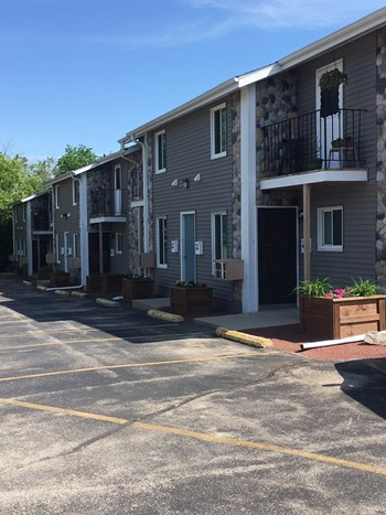 156-190, 197 And 208 Hill Court 1-2 Beds Apartment for Rent Photo Gallery 1