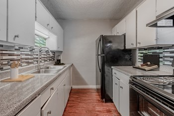 2610 W Colorado Blvd 1-2 Beds Apartment for Rent Photo Gallery 1