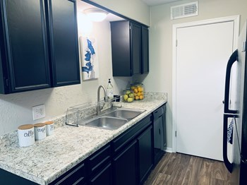 3100 NW Expy 1-3 Beds Apartment for Rent Photo Gallery 1