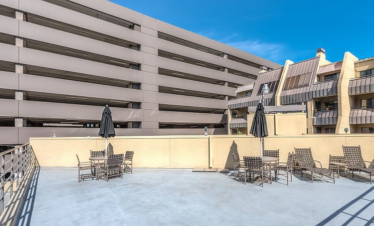 Rooftop Terrace Seating at Augusta Court Apartments, Houston, Texas