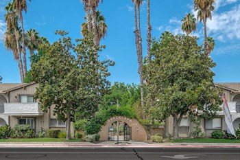 715 S Demaree Street 1-2 Beds Apartment for Rent Photo Gallery 1