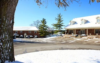 2148 Augusta Drive East 1-2 Beds Apartment for Rent Photo Gallery 1