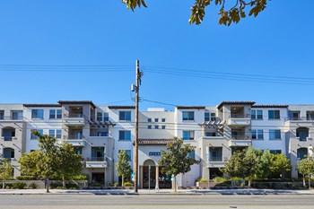 14925 Magnolia Blvd 2 Beds Apartment for Rent Photo Gallery 1
