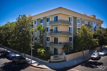 467 S. Arnaz Drive 2 Beds Apartment for Rent Photo Gallery 1