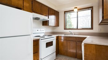 1826 NE Schuyler Street 1-2 Beds Apartment for Rent Photo Gallery 1