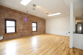 53 University Ave 3 Beds Apartment for Rent Photo Gallery 1