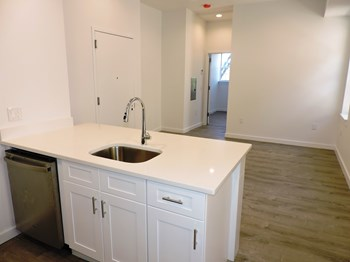 3539 Kennedy Blvd 2 Beds Apartment for Rent Photo Gallery 1
