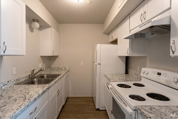 1000 NW 105Th St 2 Beds Apartment for Rent Photo Gallery 1
