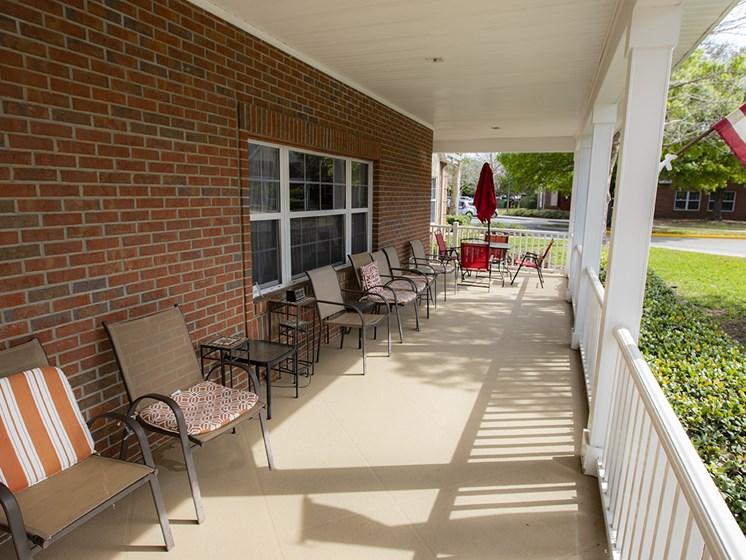 Outdoor Patio Area at Savannah Court & Cottage of Oviedo, Florida