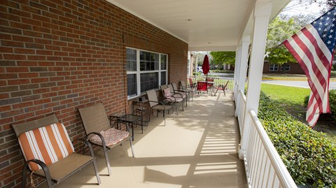Outdoor Patio Area at Savannah Court & Cottage of Oviedo, Florida