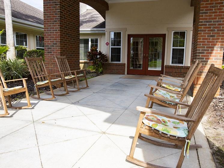 Outdoor Sitting Area at Savannah Court & Cottage of Oviedo, Florida, 32765