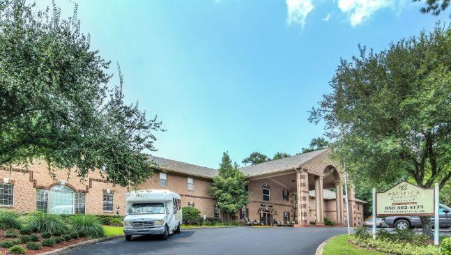 Front view of Pacifica Senior Living Woodmont