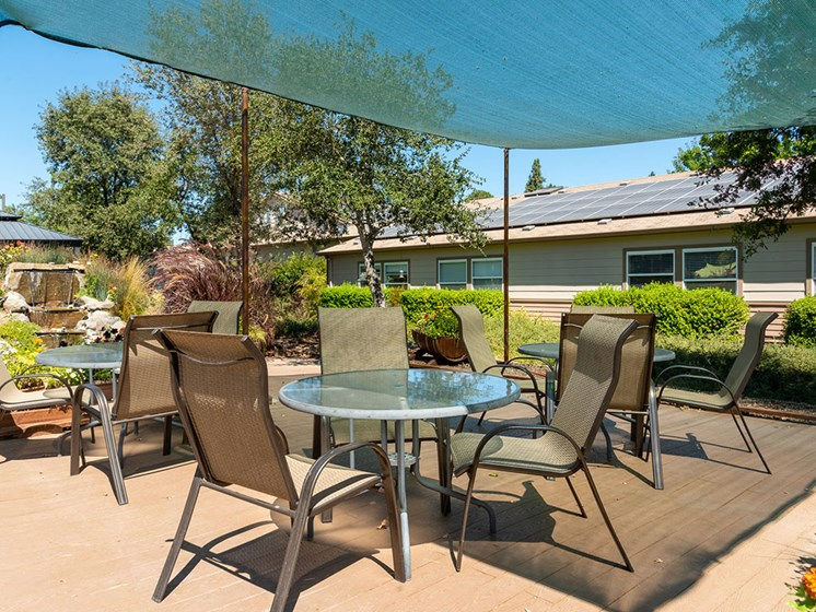 Enjoy Day With Family at Healdsburg, A Pacifica Senior Living Community, California, 95448