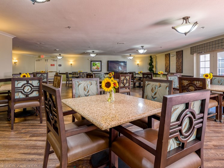 Have a delicious meal every day at Pacifica Senior Living South Coast.