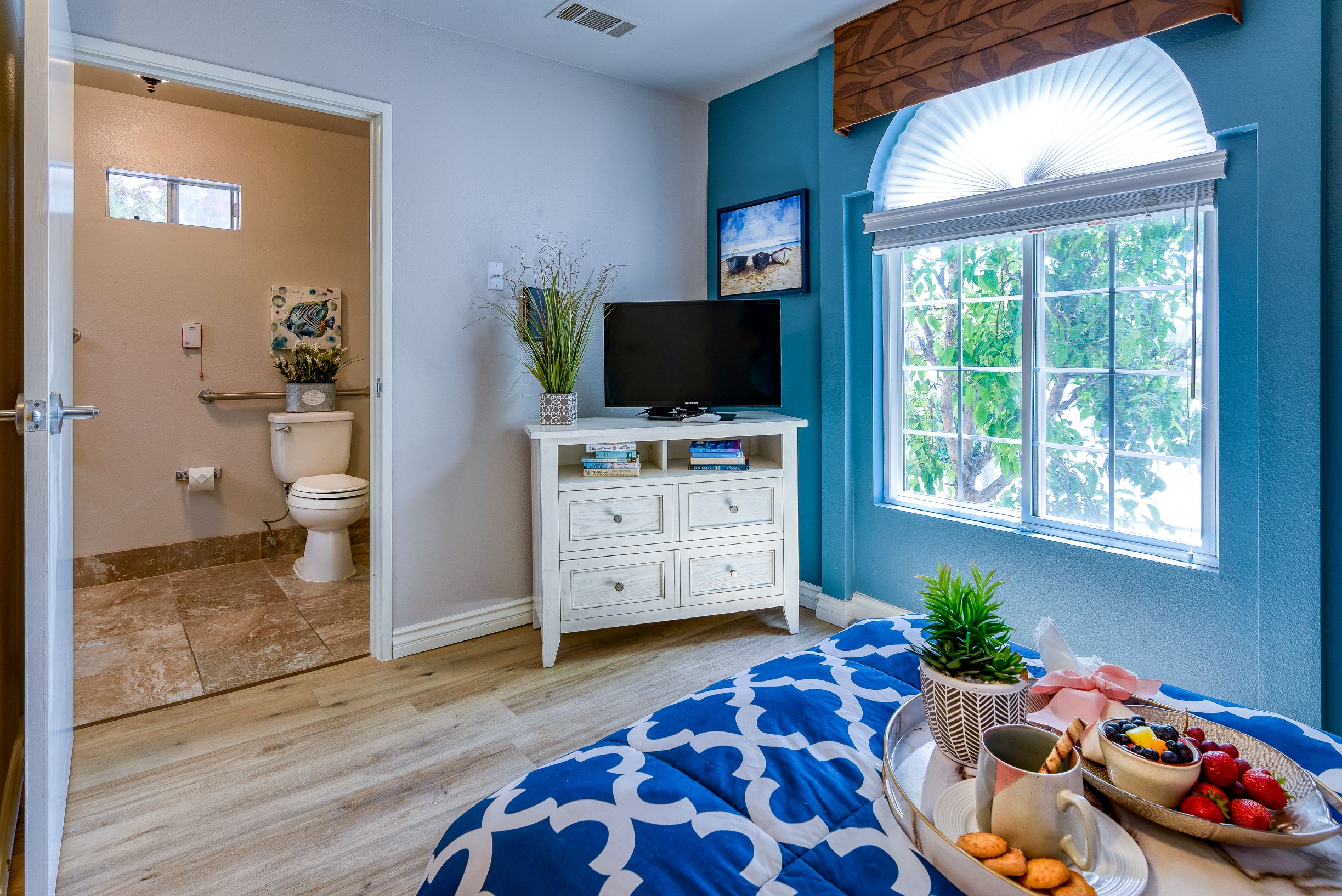 View of a modern bedroom at Pacifica Senior Living South Coast.