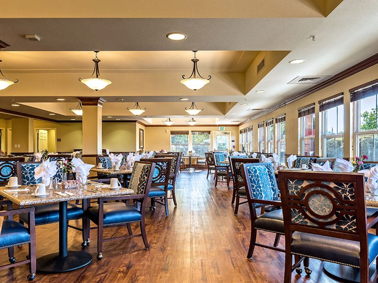 Resident Lounge Area at Pacifica Senior Living Union City, Union City