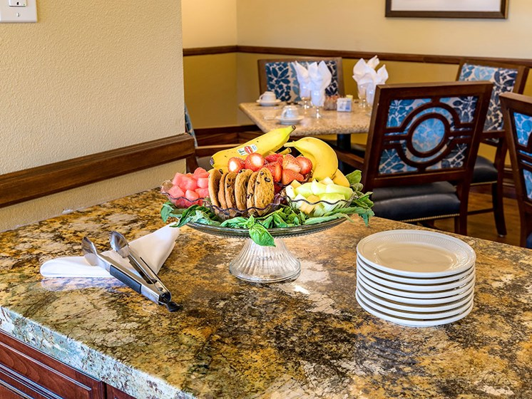 Fine Dining With Casual Flair at Pacifica Senior Living Union City, Union City, CA