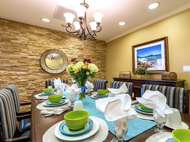 Apartment Dining at Pacifica Senior Living Union City, Union City, California