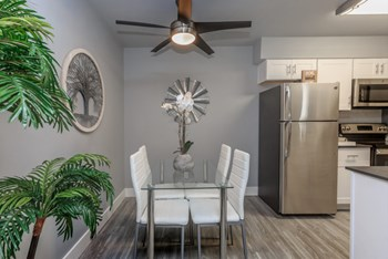 948 E. Devonshire Ave 1-2 Beds Apartment for Rent Photo Gallery 1