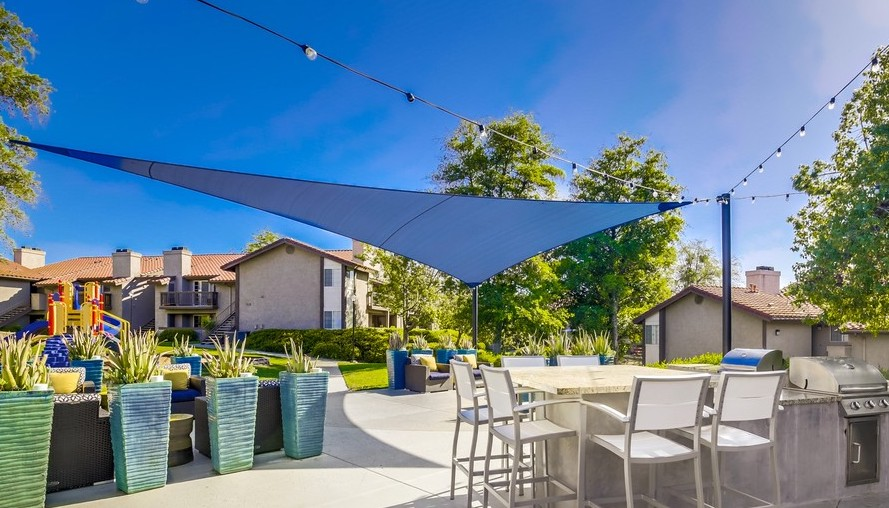 Courtyard At Vista Promenade Luxury Apartment Homes in Temecula, CA