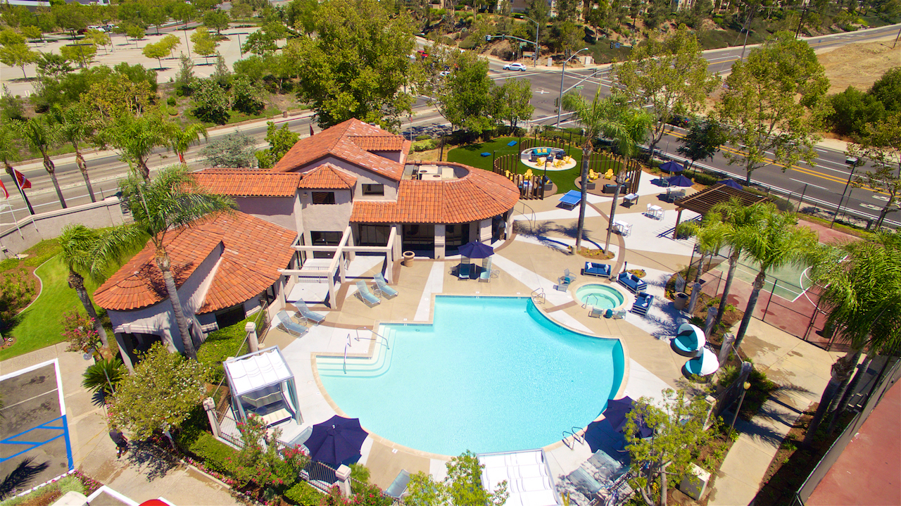 Resort-Inspired Pool At Vista Promenade Luxury Apartment Homes in Temecula, CA
