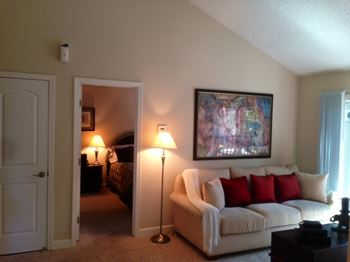 555 East Washington Avenue 1-2 Beds Apartment for Rent Photo Gallery 1