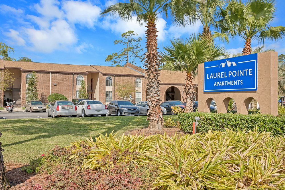 Entrance sign and exterior to Laurel Pointe apartment community in Jacksonville, FL