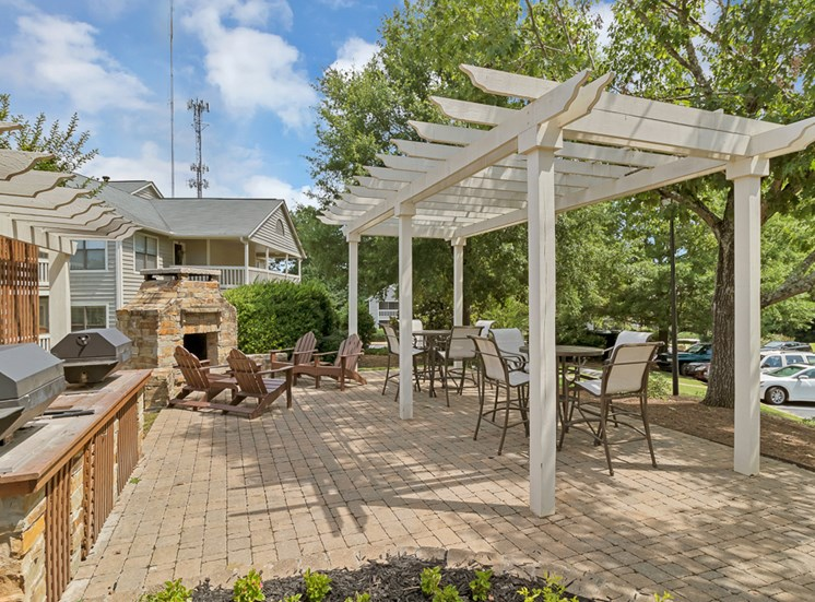 Outdoor lounge and grilling station at Forest Pointe apartments in Macon, GA